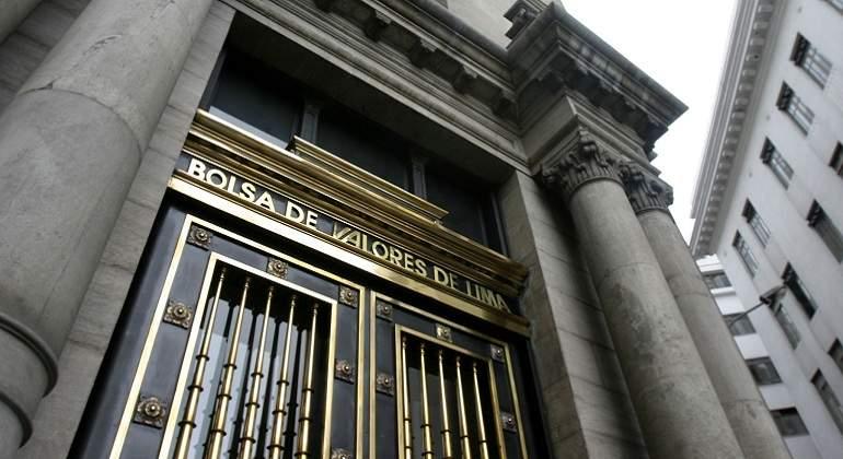 Bolsa limeña inicia sesión a la baja afectada por acciones mineras
