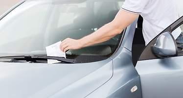 Cinco multas que le pueden poner sin mover el coche