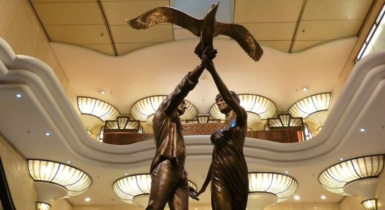 lady-di-dodi-escultura-harrods-dreamstime.jpg