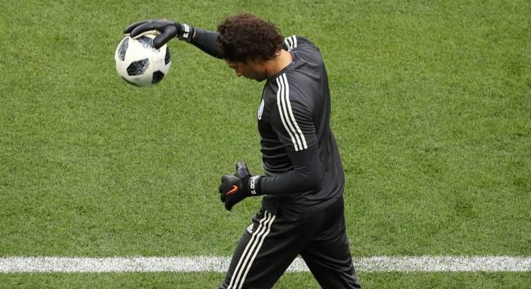 Guillermo-Ochoa-se-quedaria-sin-Champions-League-Reuters.jpg