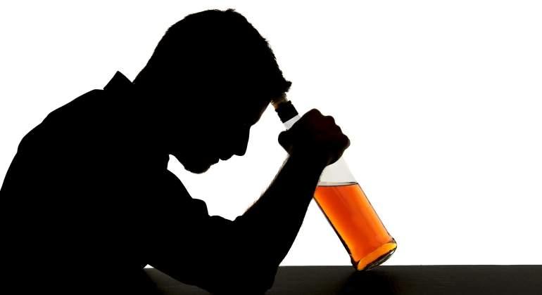 persona-bebiendo-alcohol-dreamstime.jpg