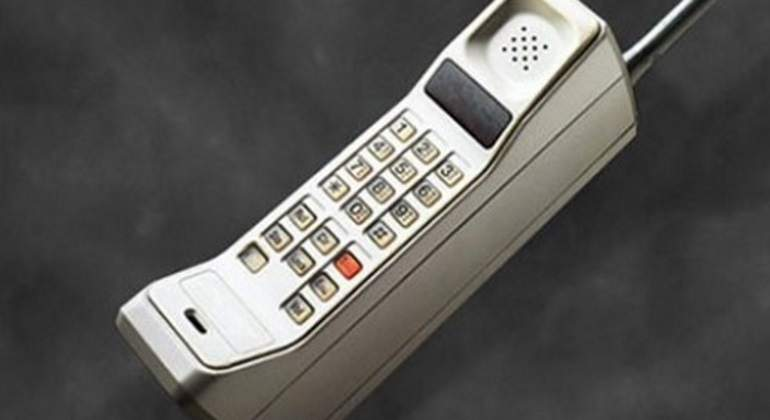 primer-celular-motorola-770.jpg