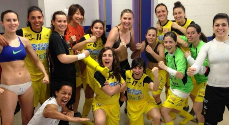 El burela gana la liga femenina de f tbol sala y emula la foto del real madrid incluyendo a - Ropa interior real madrid ...