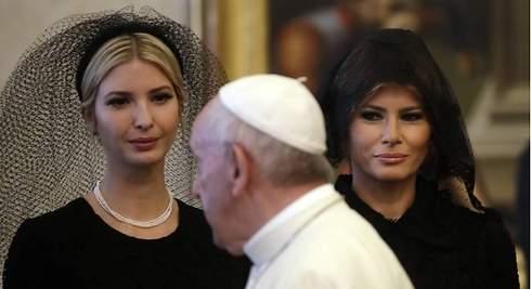 Melania e Ivanka visitan al Papa con mantilla