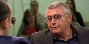 Michael Robinson aclara a Risto si su acento es forzado