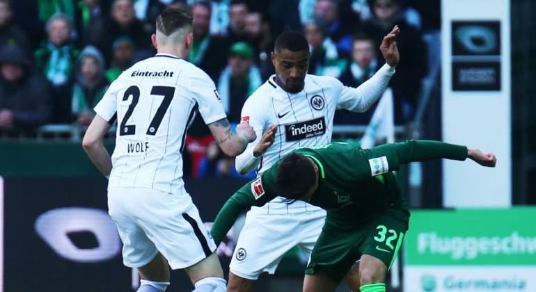 Juega Marco Fabián en derrota del Eintracht