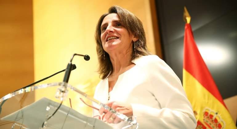 La ministra Ribera no descarta un impuesto a los billetes de avión