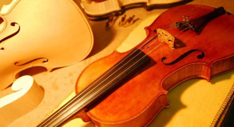 violin-fabricacion-artesano-770.jpg