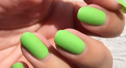 Diez colores que verás en tus uñas esta primavera