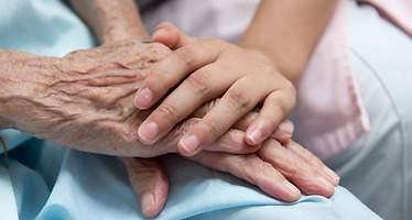 Aprobada la Estrategia regional de Cuidados Paliativos de Castilla-La Mancha