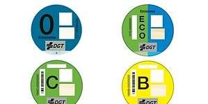 La pifia de la DGT: está enviando mal las pegatinas ecológicas