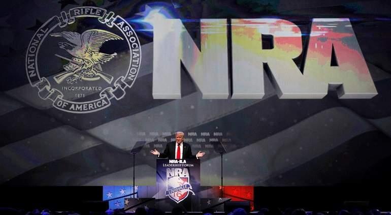 Donald Trump se compromete con el lobby de las armas en EU
