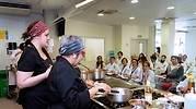 Las chefs tailandesas Nooror Somany Steppe y Sandra Steppe-Goswami imparten una masterclass
