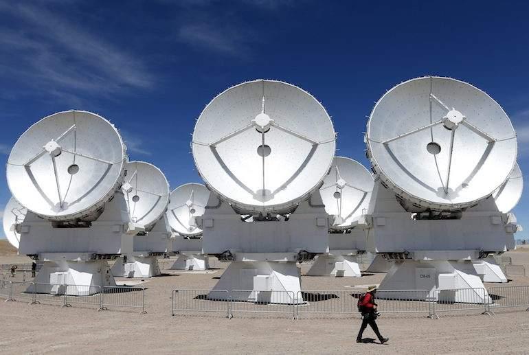 Científicos chilenos utilizan antenas que permiten ver el pasado del universo