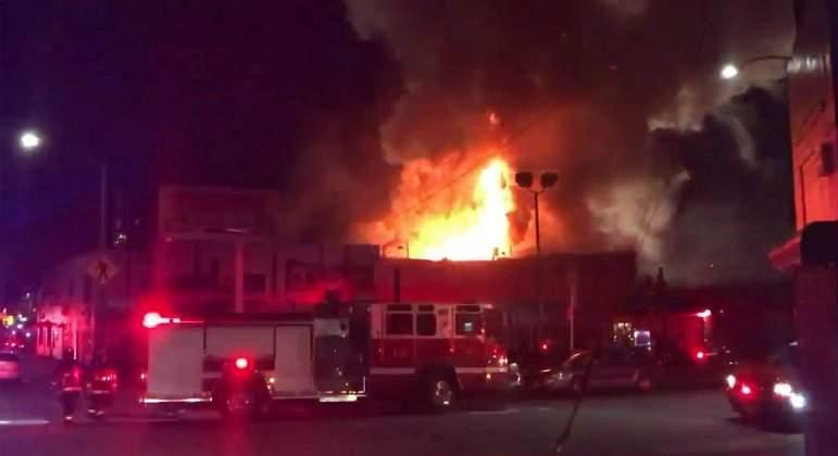 Asciende a 36 el número de muertos en el incendio en una fiesta en California
