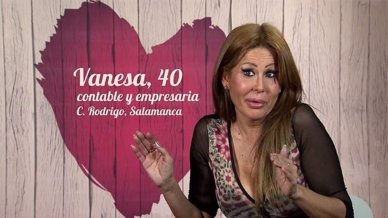 Una mujer acude a First Dates en busca del macho español