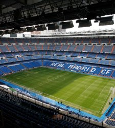 El santiago bernab u podr a llamarse 39 estadio fly emirates for Puerta 53 santiago bernabeu