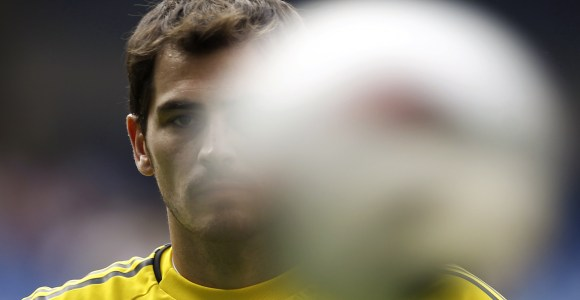 Casillas-balon-2011-reuters.jpg