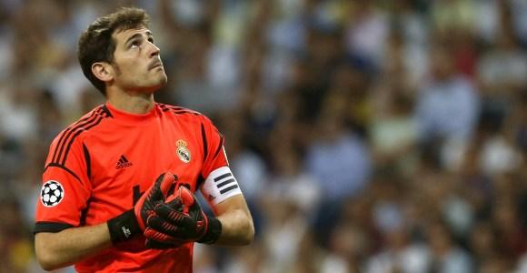 Casillas-mirada-cielo-2012-EFE-champions.jpg