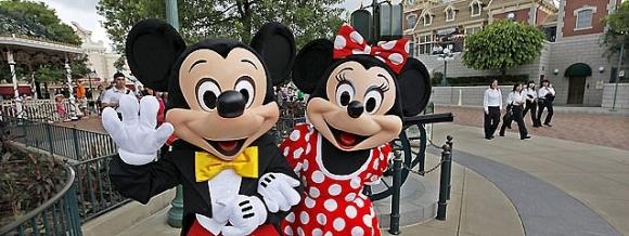 Minnie Mouse y Dora la Exploradora se enzarzan en una pelea en plena Puerta del Sol