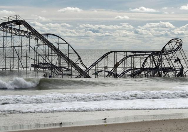 Los restos de la montaña rusa de la Costa de Jersey tres días después del paso del huracán Sandy. Seaside Heights, Nueva Jersey 1 de noviembre de 2012. Gtres -