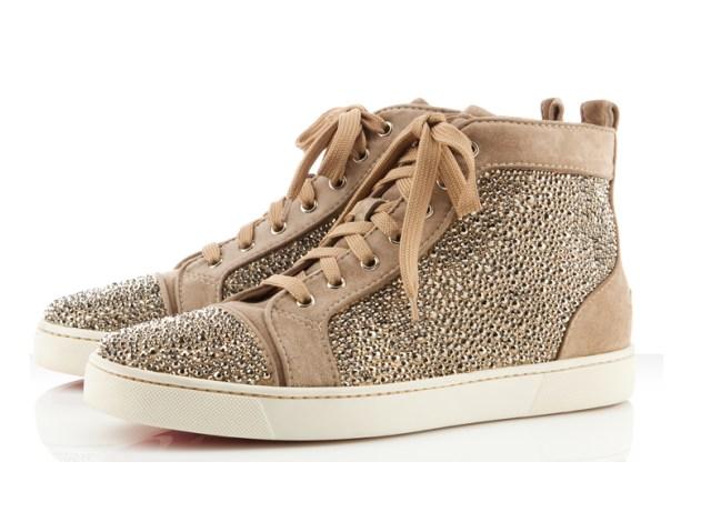 Los zapatos masculinos ya lucen la suela roja de Louboutin ... 50896571f1e