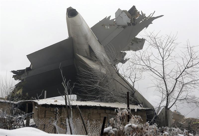 Ascienden a 37 los muertos al estrellarse un avión de carga turco en Kirguizistán