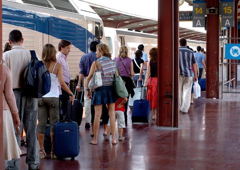 Renfe transportó 472,4 millones de viajeros en 2016 y marcó récord en el AVE