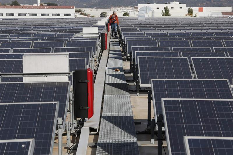 Barcelona invertir en m s placas solares y ofrecer for Placas solares barcelona