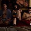 En la cama con Miguel Ángel Silvestre, en el último tráiler de 'Sense 8'
